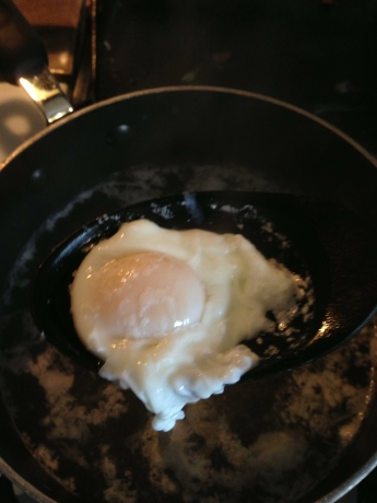 Poaching an egg